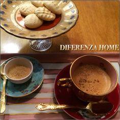DIFERENZA HOME  Tarde quase fria, pede um café cremoso e um biscoito de baunilha caseiro, tudo lindo gostoso e cheio de charme !  www.diferenza.com.br  #diferenzahome  #louça #xicaras #pratosdesobremesa #café  #charm #xicaracommargaridas #charme #mesapronta #cup #louça #xicaraspintadasamão #feitoamão  #kikieflavia #saopaulo #casavogue #design #luxo #elledecor #casa #handmade #luxury