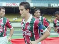 Fluminense entra em campo. Em primeiro plano Ézio.
