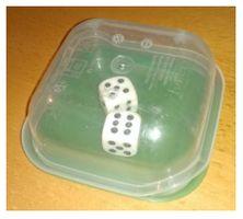 Wil je de kinderen een bordspel laten spelen, maar heb je geen zin in dobbelstenen die over de tafels vliegen en onder de kasten terecht komen? Dan is dit een oplossing voor jou!