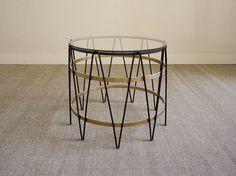 Drum table. Paul Lelieveld 475. Naast roze bank