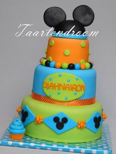 mickey cake in a new color scheme
