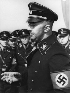 A candid shot of Himmler addressing his men. As Evil as Hitler Alfred Jodl, Luftwaffe, Cult Of Personality, German Uniforms, The Third Reich, German Army, God Of War, Military History, Historical Photos