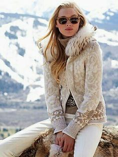 Starry night/ Snow Shoe Fur, Nordic pattern, pants, and glasses. Just, Gorsuch. Apres Ski Outfits, Apres Ski Fashion, Nordic Fashion, Stil Inspiration, Ethical Fashion, Womens Fashion, Style Fashion, Snow Outfit, Cooler Look