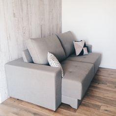 Apaixonados pela cor e tecido do sofá