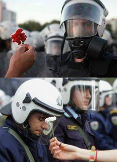 Taksim Gezi Parkı direnişi Rebel, Moving Photos, Jesus Christ Superstar, Riot Police, Hippie Flowers, Riding Helmets, Revolution, War, Rise Against