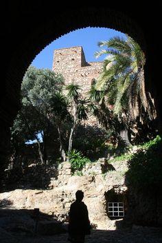 CASTLES OF SPAIN - Alcazaba de Málaga. El califa Badis ben Habús, ordeno construir   la Alcazaba entre 1057 y 1063, (utilizando para su embellecimiento elementos del teatro romano adyacente). Los Almorávides ocuparon la Alcazaba en 1092 y los   Almohades en 1146. Posteriormente, en 1279, es rendida la Alcazaba y ciudad a Muhammad II   Ben al-Ahmar y pasa a formar parte del reino Nazarita de Granada. El rey Fernando el   Católico, toma Málaga y su Alcazaba el 19 de agosto de 1487. Andalucia, Granada, Middle Ages, Costa, Mansions, House Styles, Seville, Sun, World