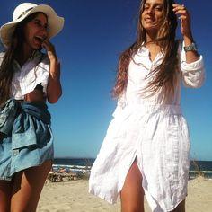 #chicascomas diosas en la playa ⛱ @martibaldomir com Micro Cropped e Saia Jeans de Amarrar  @camiisoler com Chemise de Linho  #upcycling #comasenuy #uruguay #celeste #linho #jeans #linen
