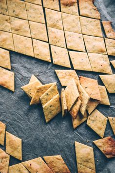 se - Basic recipe: chickpea crackers (gluten-free & vegan) – Chick-pea You are in the right place about - Chickpea Crackers Recipe, Chickpea Recipes, Vegetarian Recipes, Healthy Recipes, Valeur Nutritive, Vegan Protein, Savoury Dishes, Vegan Gluten Free, Healthy Snacks