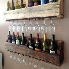 Prateleira para vinhos feita de pallet