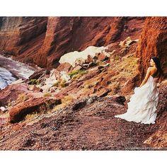 @Regrann from @biancaramosphoto -  Já pensou em casar na Grécia ou fazer um ensaio fotográfico dos sonhos bem aqui? A @biancaramosphoto  é fotografa de casamentos e casais em Santorini e eu, Luana Sarantopoulos, ajudo as noivas que querem fazer um Casamento em Santorini! 💓😍 💓💗Quer casar na Grécia? Fale comigo, no email luana_sarantopoulos@gmail.com 💛💚💜Esta foto maravilhosa é na praia vermelha de Santorini! #honeymoon #luademel #trip #wedding #weddingday #weddingdress #veu #grinalda…