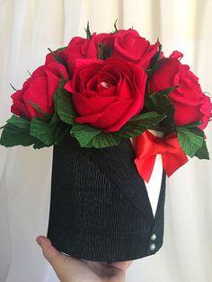 Candy Flowers, Paper Flowers, Beautiful Flower Arrangements, Floral Arrangements, Flower Box Centerpiece, Romantic Room Decoration, Candy Bouquet Diy, Chocolate Flowers Bouquet, Gift Wraping