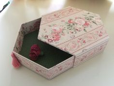 Unusual shape makes for a cool drawer shape ---Valisette de couture - rosesetfils.canalblog.com