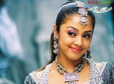 Actress Jyothika Saravanan Wallpapers
