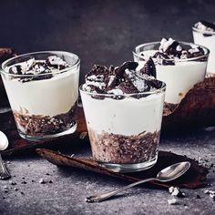Oreo mousse with mascarpone recipe EDEKA - Weihnachten -You can find Mascarpone and more on our website.Oreo mousse with mascarpone recipe EDEKA - Weihnachten - Dessert Oreo, Oreo Dessert Recipes, Mousse Dessert, Peanut Butter Desserts, Lemon Desserts, Mini Desserts, Chocolate Desserts, Easy Desserts, Delicious Desserts