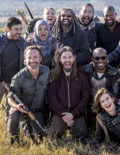 """dailytwdcast: """""""" The Cast of The Walking Dead behind the scenes of Season 8 Episode 16 The Walking Dead Movie, The Walk Dead, Walking Dead Quotes, The Walking Death, Walking Dead Cast, Walking Dead Season, Walking Dead Tv Series, Lauren Cohan, Andrew Lincoln"""