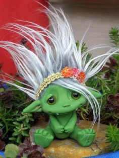 """OOAK Frog Monster Trollfling doll  """"Lilypad Mae"""" by Amber Matthies - all her Trollflings are adorable."""