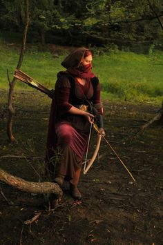prowling archer - the fantasy-sniper? Fantasy Inspiration, Story Inspiration, Character Inspiration, Foto Gif, By Any Means Necessary, Maquillage Halloween, Medieval Fantasy, Larp, Fantasy Characters