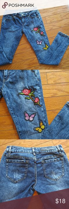 "Acid wash Floral embroideryTwentyone Black by Rue Gorgeous Low rise skinny flex! ✨Waist approx 28"" ✨Inseam approx 28"" Rue 21 Jeans Skinny"