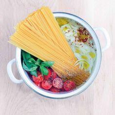 One-pot tomato and basil pasta