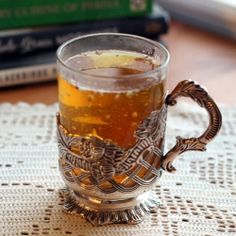 A green tea chai flavored with cardamom, cinnamon and saffron and topped with ground almonds. Cocktail Recipes, Cocktails, Green Tea Recipes, Tea Latte, Ground Almonds, Recipe For 4, Drinking Tea, Coffee Drinks, Chai