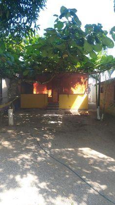Bomberos atiende incendio en una casa en Puntarenas