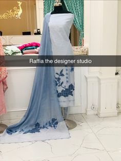 Indian Designer Outfits, Indian Outfits, Modern Mehndi Designs, Embroidery Suits, Cotton Suit, India Fashion, Cool Suits, Designer Collection, English Language