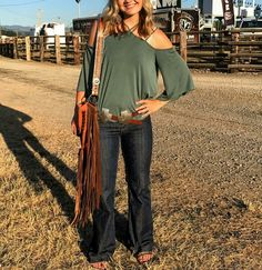 Life In The Fast Lane With Hailey Kinsel - COWGIRL Magazine 2017 began as a typical year for Hailey Kinsel. Country Style Outfits, Country Fashion, Boho Fashion, Fashion Outfits, Cowgirl Fashion, Cowgirl Outfits, Western Outfits, Western Wear, Cowgirl Clothing