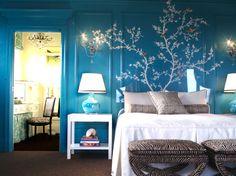Mooie muurschildering op turquoise achtergrond.