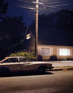 Produced on analogue film with no additional staging or editing from the photographer, Todd Hido's Homes at Night plays on the interaction of artificial lighting with the shadows of night. Izu, Night Photography, Landscape Photography, House Photography, Photography Lighting, Color Photography, Vintage Photography, Street Photography, Nocturne