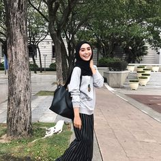 """5,829 Likes, 28 Comments - Sharifah Rose Sabrina (@sharifahrose_) on Instagram: """"Love how @sometime_byasiandesigners bag is so convenient. My fav bag to class, shopping and…"""""""