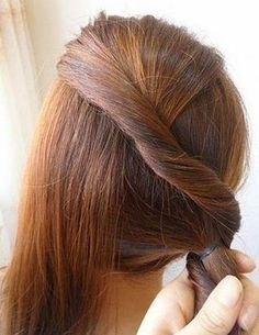 DIY Easy Twisted Side Ponytail Hairstyle | GoodHomeDIY.com Follow Us on Facebook --> https://www.facebook.com/pages/Good-Home-DIY/438658622943462?ref=hl
