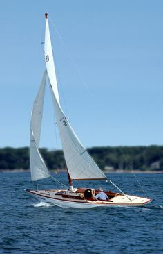 """What's the Sailboat in """"Curious Case of Benjamin Button""""? Quincy Adams, Sailboat Yacht, Small Sailboats, Classic Yachts, Boat Building Plans, Wood Boats, Sail Boats, Dinghy, Boats For Sale"""