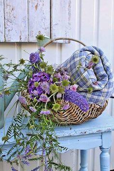 Myshabbylittlelife. Spring Basket Flowers
