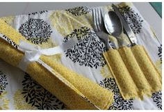 Need some summer fun to go? Then, why not make a picnic placemat with a utensil holder. Vanessa from the Crafty Gemini shows you how in a tutorial with two segments. After she demonstrates sewing o… Quilting Tutorials, Craft Tutorials, Craft Ideas, Sewing Tutorials, Diy Ideas, Crafty Gemini, Summer Picnic, Wedding Planning Tips, Mug Rugs