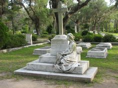 TOMBSTONE/MEMORIAL OF CORINNE ELLIOTT LAWTON - ALEXANDER ROBERT LAWTON PLOT - Bonaventure Cemetery, Savannah, Georgia