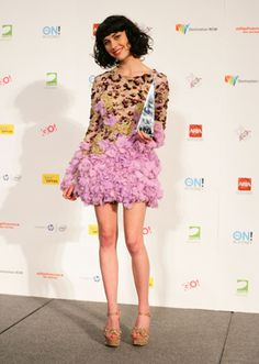 Kimbra is so sexy! Love her