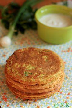 Galettes à l'indienne 200g de petits flocons d'avoine 100g de lentilles corail 100g de carottes râpées 60g de farine de riz (ou autre) 50cl de lait (pour moi soja) 1 oignon nouveau 1 poignée de persil 1 poignée de menthe 1 cuillère à soupe de graines de coriandre 1 cuillère à soupe rase de garam massala 1 cuillère à soupe rase de curcuma 2 petits oeufs Sel