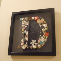 I am going to make this with the vintage buttons I have from my moms sewing box.  I have been saving them trying to figure out what I can do with them.  Perfect idea for my family picture wall.