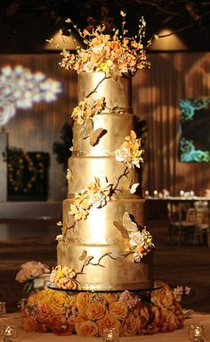 Glam gold wedding cake... Personalized Cake serving sets...  http://www.thevineyard.carlsoncraft.com