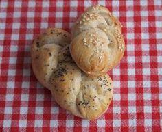 Zápisky Kačky Žvýkačky: Housky z kvásku na ukázku Sourdough Bread, Bread Baking, Bread Recipes, Muffin, Eggs, Breakfast, Food, Pizza, Yeast Bread