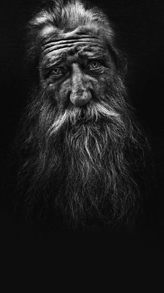 Lee Jeffries is an amazing contemporary portrait photographer. He specializes in homeless portraits. All of his images are extremely gritty and emotional. I don't know how he gets such great tonal ranges with his lighting. Portrait Male, Foto Portrait, Old Man Portrait, Lee Jeffries, Black And White Portraits, Black And White Photography, People Photography, Portrait Photography, Hyperrealism