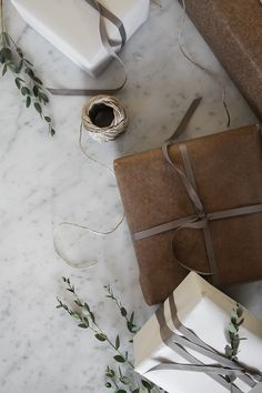 Natural wrapping paper / gift wrapping / Elisabeth Heier.