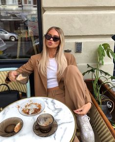 Image about girl in moda by - on We Heart It Street Looks, Street Style, Look Fashion, Spring Fashion, Fashion Clothes, Fashion Women, High Fashion Outfits, Casual Outfits, Mode Grunge