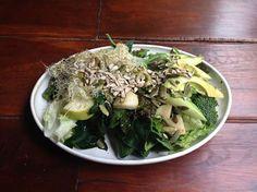 lechuga, espinaca, brocoli, germinados, aguacate, pera y semillas