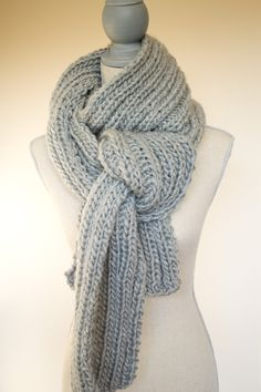 Chunky Gray Knit Scarf great way to tie a long scarf