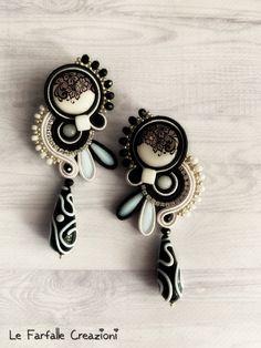 Orecchini con goccia, soutache earrings, black earrings di LefarfalleCreazioni su Etsy Soutache Necklace, Tassel Earrings, Bead Embroidery Jewelry, Beaded Embroidery, Simple Jewelry, Boho Jewelry, Shibori, Homemade Jewelry, Gemstone Rings