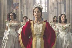 Bonjour à tous !  Le mois de septembre fût celui de la rentrée avec ses tracas mais aussi avec la venue d'une superbe série racontant l'histoire de la reine Victoria.
