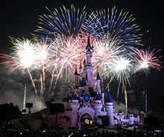 Fireworks over Sleeping Beauty castle at Disneyland Paris Brittany Ferries, Happy New Year Photo, France City, Sleeping Beauty Castle, Tower Of Terror, New Year Photos, Park Around, Bonfire Night, Beautiful Places To Visit