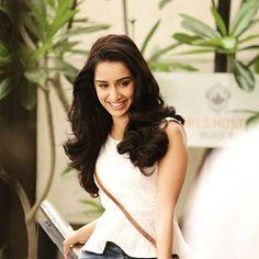 Shraddha Kapoor in Vaishali Bollywood Photos, Bollywood Stars, Indian Celebrities, Bollywood Celebrities, Beautiful Bollywood Actress, Beautiful Actresses, Sraddha Kapoor, Ranbir Kapoor, Charli Xcx