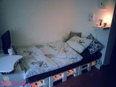 This list of 20 DIY Pallet Bed Frame Ideas involves building custom DIY bed frame designs with disassembled wooden pallets. Pallet Bedframe, Diy Pallet Bed, Wooden Pallet Furniture, Pallet Sofa, Pallet Headboards, Pallet Ideas, Pallet Projects, Furniture Ideas, Small Pallet